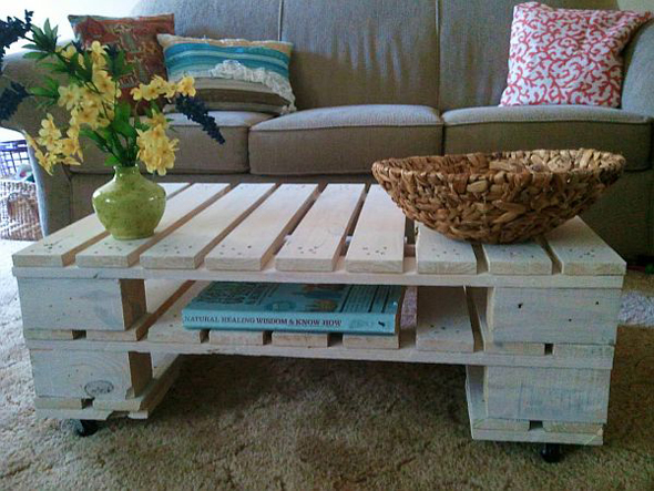 coffeetable_from_pallet_diy1.jpg