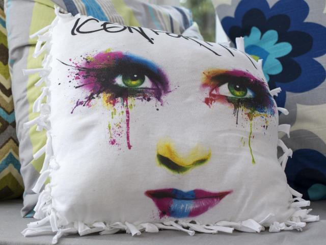 Original-617Media_Icon-for-Hire-no-sew-pillow-beauty_h.jpg.rend.hgtvcom.1280.960.jpg