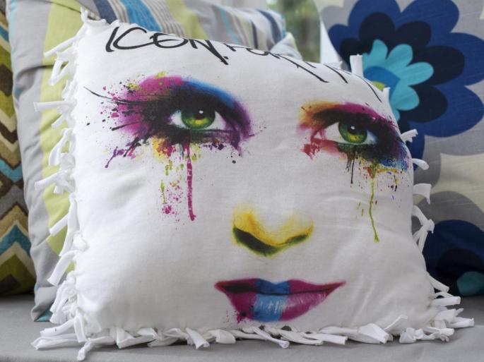 Original-617Media_Icon-for-Hire-no-sew-pillow-beauty_h.jpg.rend.hgtvcom.1280.960.jpg